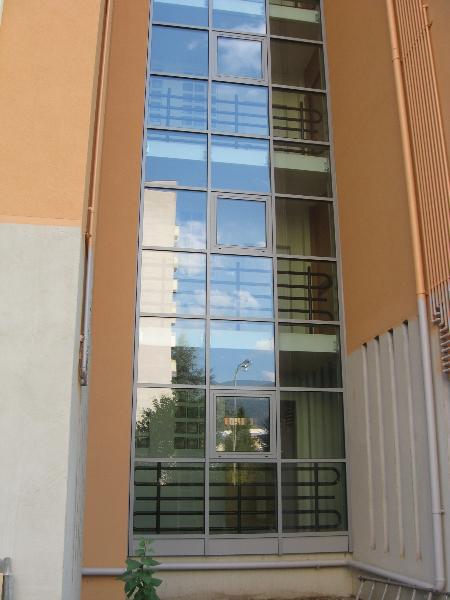 Facciata per vano scale condominio adige bz - Finestre per scale ...